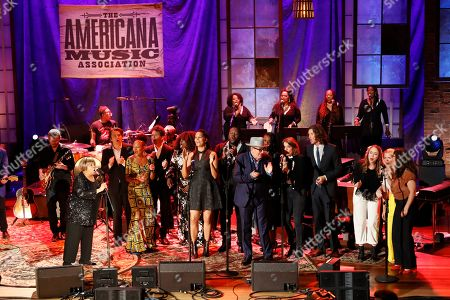 """Performers, inclding mavis Staples, foreground left, and Elvis Costello, center right, fill the stage as they sing 'I'll Fly Away"""" for the finale at the Americana Honors & Awards show, in Nashville, Tenn"""