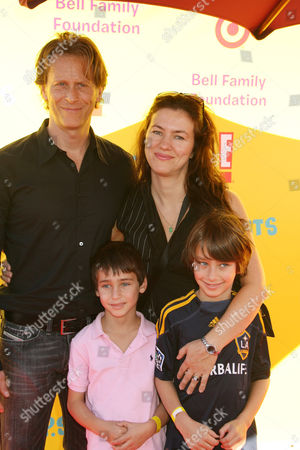 Stock Picture of Steven Weber with wife Juliette Hohnen and children