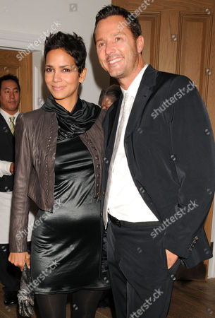 Stock Photo of Halle Berry and Mark Liddell