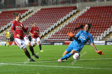 Manuela Zinsberger of Arsenal makes a save from a shot by Jane Ross of Manchester United