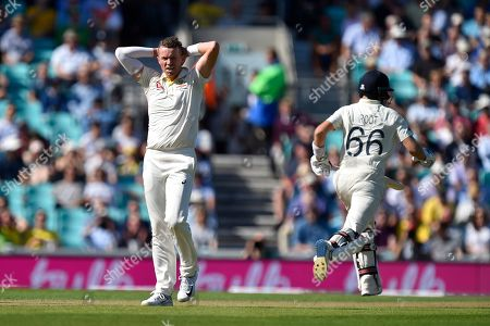 Peter Siddle of Australia reacts after Joe Root of England is dropped by Steve Smith of Australia during the 5th International Test Match 2019 match between England and Australia at the Oval, London