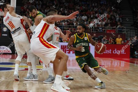 Patty Mills of Australia (R) in action during the FIBA Basketball World Cup 2019 semi-final match between Spain and Australia in Beijing, China, 13 September 2019.