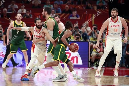 Patty Mills (C) of Australia escapes from Ricky Rubio of Spain (L) during the FIBA Basketball World Cup 2019 semi-final match between Spain and Australia in Beijing, China, 13 September 2019.