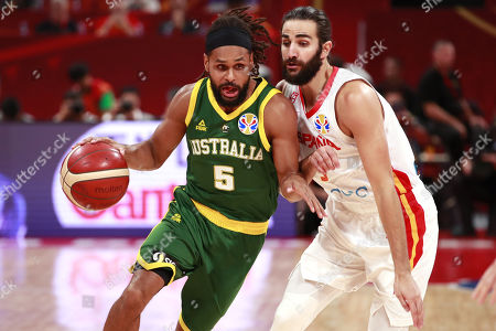 Patty Mills of Australia (L) in action against Ricky Rubio of Spain during the FIBA Basketball World Cup 2019 semi-final match between Spain and Australia in Beijing, China, 13 September 2019.