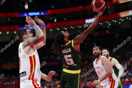 Juancho Hernangomez of Spain (L) in action against Patty Mills of Australia (C) during the FIBA Basketball World Cup 2019 semi-final match between Spain and Australia in Beijing, China, 13 September 2019.