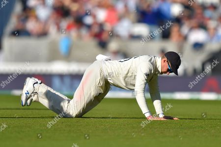 Joe Root of England on his hands and knees after dropping Steve Smith of Australia during the 5th International Test Match 2019 match between England and Australia at the Oval, London
