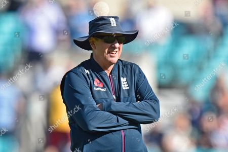 England head coach Trevor Bayliss during the warm up ahead of the 5th International Test Match 2019 match between England and Australia at the Oval, London