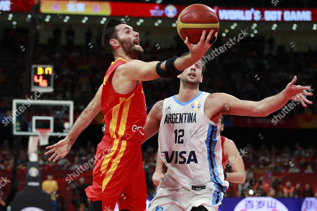Rudy Fernandez of Spain (L) in action against Marcos Delia of Argentina during the FIBA Basketball World Cup 2019 final match between Argentina and Spain, in Beijing, China, 15 September 2019.