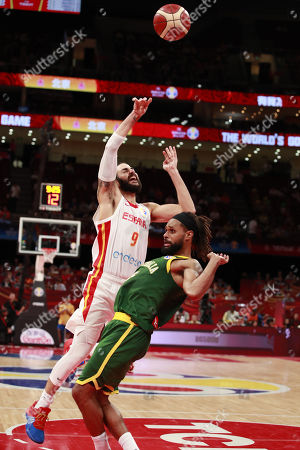 Ricky Rubio of Spain (L) in action against Patty Mills of Australia during the FIBA Basketball World Cup 2019 semi-finals match between Spain and Australia in Beijing, China, 13 September 2019.
