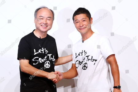 (L-R) SoftBank Group founder and CEO Masayoshi Son and Zozo founder Yusaku Maezawa attend a press conference