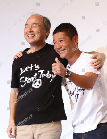 Softbank president Masayoshi Son (L) shares smiles with Zozo founder Yusaku Maezawa (R) as Yahoo Japan announces to acquire Zozo at a press conference