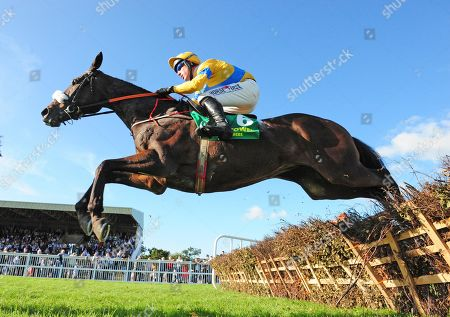 LISTOWEL MINDSMADEUP and Robbie Power win the Paud, Sarah, & Mary Fitzmaurice Handicap Hurdle. Healy Racing