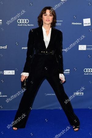 Natalia Avelon arrives to the German Drama Award (Deutscher Schauspielpreis) in Berlin, Germany 13 September 2019.