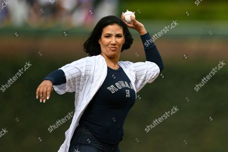 Stock Image of Actress Wendy Davis throws out the ceremonial first pitch before a baseball game between the Chicago Cubs and Pittsburgh Pirates, at Wrigley Field in Chicago