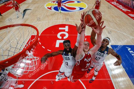 Damian Kulig (C) of Poland in action against Jaylen Brown (L) and Myles Turner (R) of US during the FIBA Basketball World Cup 2019 classification match between the USA and Poland in Beijing, China, 14 September 2019.