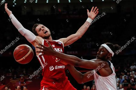 Myles Turner (R) of US in action against Mateusz Ponitka (L) of Poland during the FIBA Basketball World Cup 2019 classification match between the USA and Poland in Beijing, China, 14 September 2019.