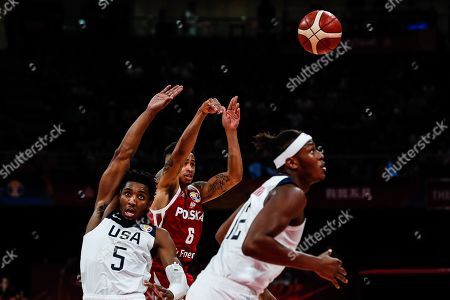 A.J. Slaughter (C) of Poland in action against Donovan Mitchell (L) of US during the FIBA Basketball World Cup 2019 classification match between the USA and Poland in Beijing, China, 14 September 2019.