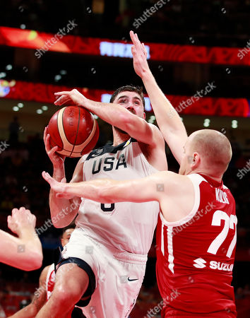 Joe Harris (L) of US in action against Damian Kulig of Poland during the FIBA Basketball World Cup 2019 classification match between USA and Poland in Beijing, China, 14 September 2019.