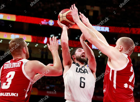 Joe Harris (C) of US in action against Michal Sokolowski (L) and Damian Kulig of Poland during the FIBA Basketball World Cup 2019 classification match between USA and Poland in Beijing, China, 14 September 2019.