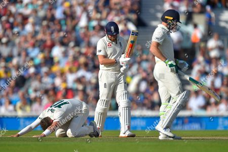 Peter Siddle of Australia on his knees after Jos Buttler of England hit four runs during the 5th International Test Match 2019 match between England and Australia at the Oval, London
