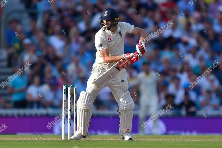 Chris Woakes of England batting during the 5th International Test Match 2019 match between England and Australia at the Oval, London