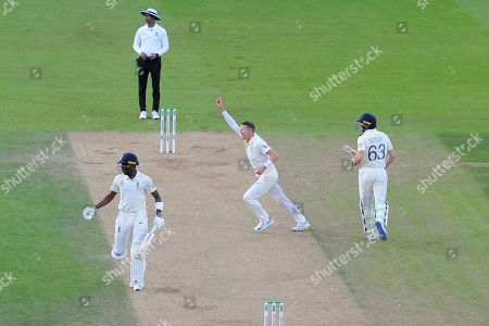 Wicket - Peter Siddle of Australia celebrates taking the wicket of Jos Buttler of England during the 5th International Test Match 2019 match between England and Australia at the Oval, London