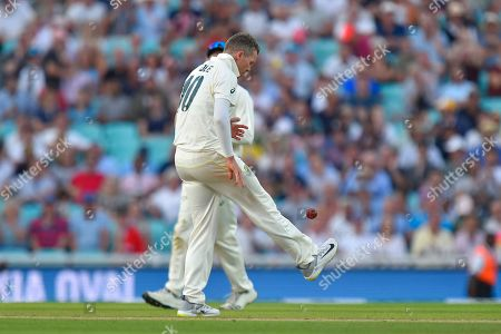 Peter Siddle of Australia doing a keepy up with the ball between overs during the 5th International Test Match 2019 match between England and Australia at the Oval, London