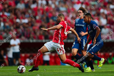 Adel Taarabt (L) of Benfica fights for the ball with Lino of Gil Vicente during their Portuguese First League soccer match held at Luz Stadium, Lisbon, Portugal, 14 September 2019.
