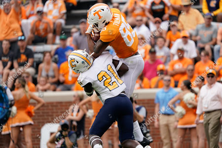Cedric Tillman #85 of the Tennessee Volunteers catches a touchdown pass while D.J. Jackson #21 of the Chattanooga Mocs defends during the NCAA football game between the University of Tennessee Volunteers and the UT Chattanooga Mocs in Knoxville, TN Tim Gangloff/CSM