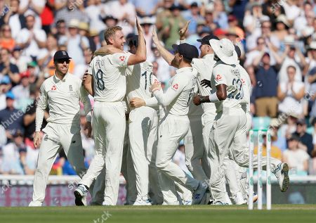 England's Stuart Broad, second left, celebrates taking the wicket of Australia's David Warner during the fourth day of the fifth Ashes test match between England and Australia at the Oval cricket ground in London