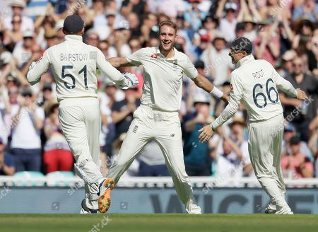 England's Stuart Broad, centre, celebrates taking the wicket of Australia's David Warner during the fourth day of the fifth Ashes test match between England and Australia at the Oval cricket ground in London