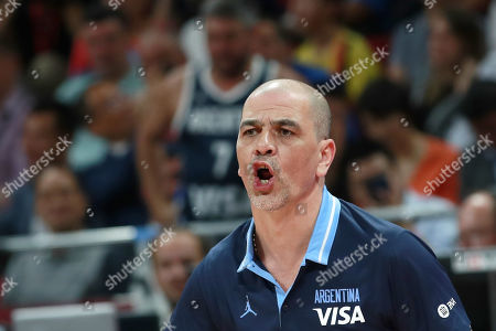 Argentina's coach Sergio Hernandez reacts during the FIBA Basketball World Cup 2019 final match between Argentina and Spain, in Beijing, China, 15 September 2019.