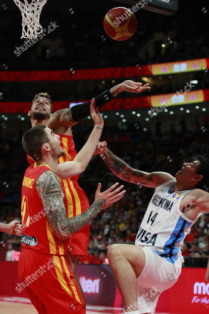 Juancho Hernangomez (L) and Willy Hernangomez Geuer (C) of Spain in action against Gabriel Deck of Argentina during the FIBA Basketball World Cup 2019 final match between Argentina and Spain, in Beijing, China, 15 September 2019.