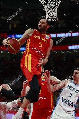 Rudy Fernandez of Spain (L) in action during the FIBA Basketball World Cup 2019 final match between Argentina and Spain, in Beijing, China, 15 September 2019.