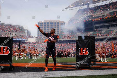 Cincinnati Bengals defensive end Carlos Dunlap (96) takes the field before an NFL football game against the San Francisco 49ers, in Cincinnati