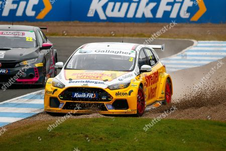 Tom CHILTON Team Shredded Wheat Racing with Gallagher gets too wide coming out of the hairpin and has to go offroad during the Kwikfit British Touring Car Championship at Knockhill Racing Circuit, Dunfermline