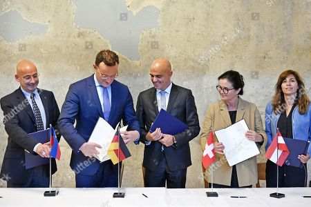 (L-R) Liechtenstein Minister of Social Affairs Mauro Pedrazzini, German Health Minister Jens Spahn, Swiss Interior Minister Alain Berset, Social Affairs Minister of Austria Brigitte Zarfl and Health Minister of Luxembourg Anne Calteux at a photo session after signing a joint declaration on the handling with health data in Zurich, Switzerland, 15 September 2019.