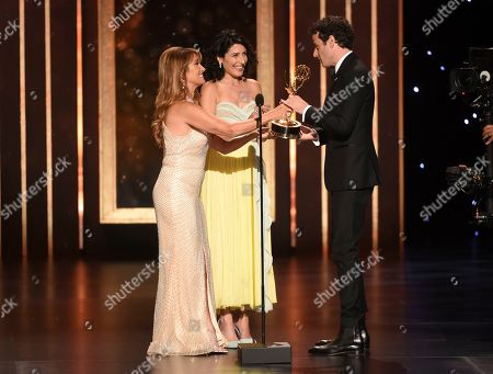 """Lisa Edelstein, Jane Seymour, Luke Kirby. EXCLUSIVE - Jane Seymour, left, and Lisa Edelstein present the award to Luke Kirby for Outstanding Guest Actor in a Comedy Series for """"The Marvelous Mrs. Maisel - All Alone"""" on night two of the Television Academy's 2019 Creative Arts Emmy Awards, at the Microsoft Theater in Los Angeles"""