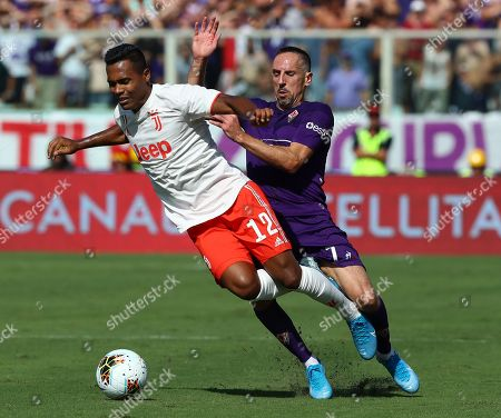Alex Sandro of Juventus and Franck Ribery of Fiorentina