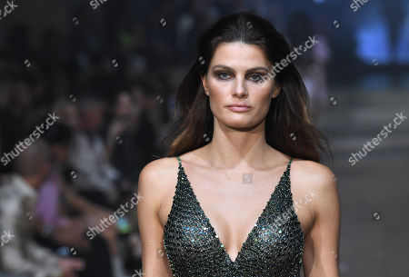 Isabeli Fontana on the catwalk