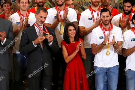 Spain's King Felipe VI (L) and Queen Letizia (C) meet Spanish national basketball team players, including captain Rudy Fernandez (R), during a reception at Zarzuela Palace in Madrid, Spain, 16 September 2019. Spain won the FIBA Basketball World Cup final against Argentina in Beijing, China on 15 September 2019.