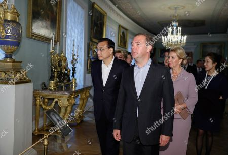 Chinese Premier Li Keqiang (L),  Russian Prime Minister Dmitry Medvedev (2-L) and his wife Svetlana Medvedeva (3-L)  visit the Pavlovsk State Museum in St. Petersburg, Russia, 16 September 2019. Chinese Premier Li Keqiang is on a working visit to Russia.