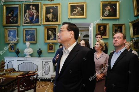 Chinese Premier Li Keqiang (L),  Russian Prime Minister Dmitry Medvedev (front R) and his wife Svetlana Medvedeva (C)  visit the Pavlovsk State Museum in St. Petersburg, Russia, 16 September 2019. Chinese Premier Li Keqiang is on a working visit to Russia.