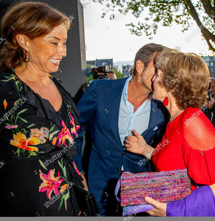 Princess Margriet, Princess Maurits and Prince Floris arrive at a special performance of the NatuurCollege in Theater Carre.