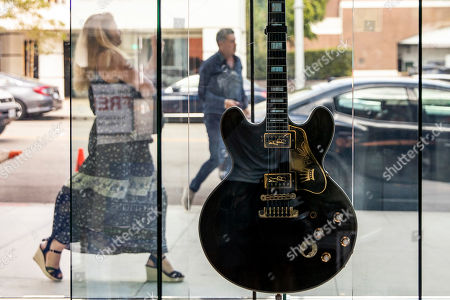 BB King's Gibson ES-345 prototype 1 limited edition guitar, that was gifted by Gibson on his 80th birthday, is displayed at the Julien's Auctions house in Beverly Hills, California, USA, 16 September 2019. An auction of the late blues musician's guitars and personal items will take place on 21 September.