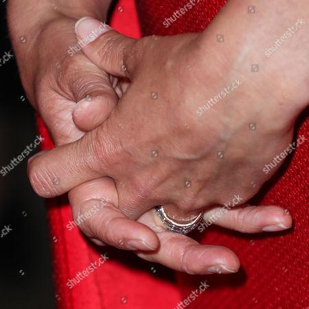 Cobie Smulders, ring detail