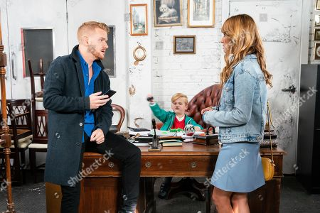 Ep 9889 Wednesday 2nd October 2019 - 1st Ep When Maria Connor, as played by Samia Longchambon, realises she's forgotten her purse, Gary Windass, as played by Mikey North, steps in and pays for her shopping. Maria's touched and later offers to help look after Jake while Gary's working.