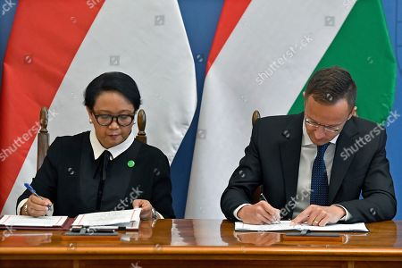 Hungarian Minister of Foreign Affairs and Trade Peter Szijjarto (R) and Indonesian Foreign Minister Retno Marsudi sign an agreement after their meeting in the Ministry of Foreign Affairs and Trade in Budapest, Hungary, 17 September 2019.