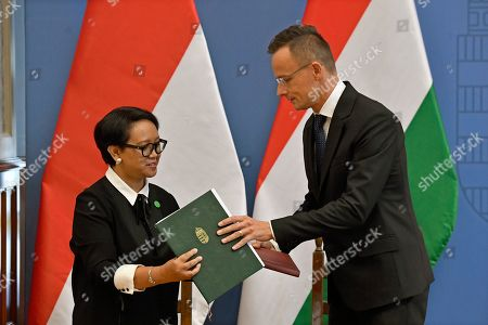 Hungarian Minister of Foreign Affairs and Trade Peter Szijjarto (R) and Indonesian Foreign Minister Retno Marsudi change documents after they signed an agreement in the Ministry of Foreign Affairs and Trade in Budapest, Hungary, 17 September 2019.