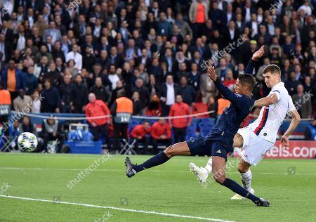 Thomas Meunier of Paris Saint-Germain scores the third goal 3-0